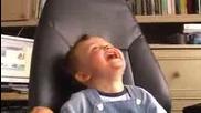 Бебе Се Напикава От Смяхх