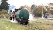 Парен локомотив серия 609 зарежда вода на гара Велинград