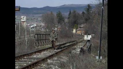 Никога не вървете по релсите 2 миути преди да тръгне влака