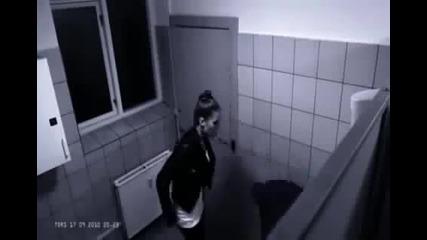 Какво става в Тоалетните подяволите с Justin Bieber?