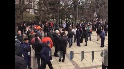 Поредният протест във Варна премина с разцепление между протестиращите