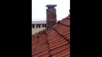 На покрива..