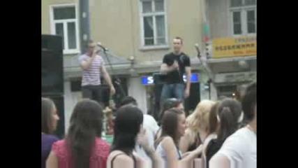 Reknail ft. Slawek - Не Ме Харесват (live) + Пещерен Човек Брейкър