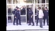 Не всеки полицай влиза като по филмите (смях)