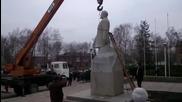 Неуспешен опит за преместване на статуя - Направо я обезглавиха!