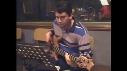 Nurhat Ећensesli - bass kitarista na Laco Tayfa