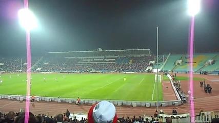 Над 30 000 хиляди фенове изригват по време на мача България - Чехия