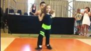 Деца танцуват невероятно салса , предизвикаха аплодисментите на публиката!