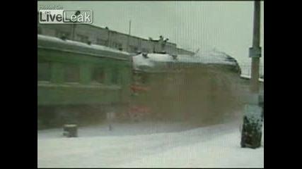 Влак Се Разбива