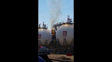 Пожар гори в рафинерията в Бургас