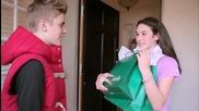 Джъстин Бийбър изненадва феновете си с подаръци !