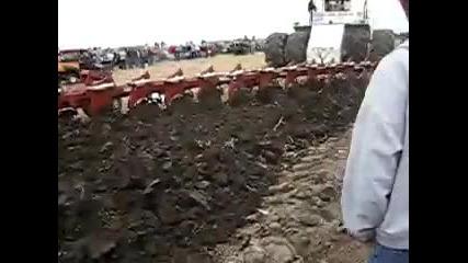 Те такъв трактор да ви оре нивата!