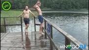 Ето така влизат Руснаците във водата! Смях !!!