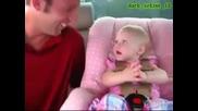 Бебе обяснява на баща си колко го мрази но на собствен език! Много Смях!