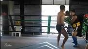 30 мощни удара с крак за 17 секунди