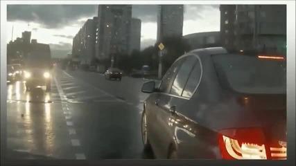 Автомобил призрак, който идва от нищото и предизвиква катастрофа в Русия .