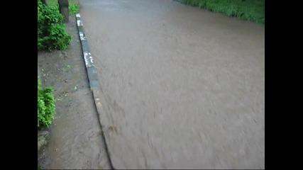 Наводнение в град Левски след буря