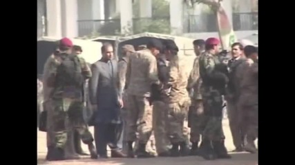 Pakistan: Chief of Army Staff Sharif arrives at scene of deadly university attack