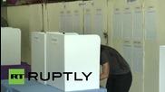Опозиционерката Аун Сан Су Чжи гласува в родината си