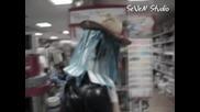 Момче танцуващо в магазин (пловдив) / част.2