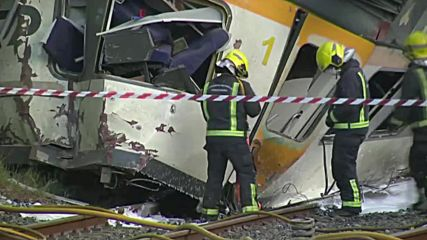 Spain: Injured receive treatment on site after deadly train derailment