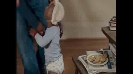 Лудо Бебе Отмъщава За Взета Курабийка