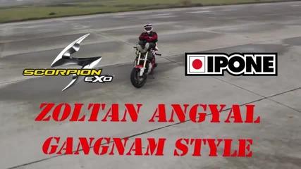 Луд танцува Gangnam Style на мотор !