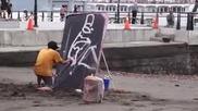 Талантлив художник се забавлява, докато рисува