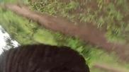 Слон проявява интелигентност подава Go pro камера изтървана на един от пътниците му