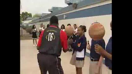 - Световен рекорд на Гинес , Най - дълго дриблиране с баскетболна топка - 99 сек