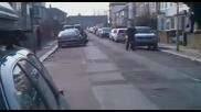 Питбул нахапа лондонски полицаи - свалят го с 3 изстрела