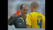 Най-доволния съдия във футбола даван червен картон !