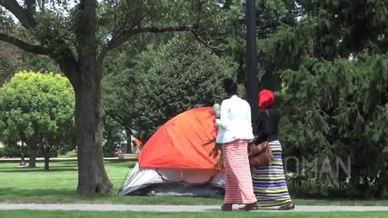 Секс в палатка!!