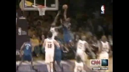 В обектива - НБА: забивки и зрелищни изпълнения