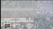 Wwe Chris Benoit скача от клетката