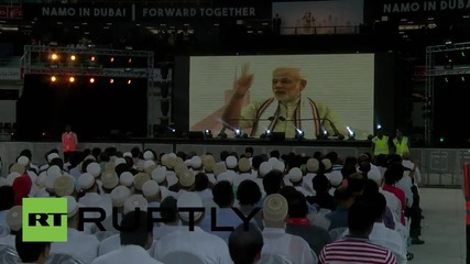 UAE: Modi greeted by tens of thousands of Indian migrants in Dubai