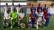 Футболисти играят футбол с очила за виртуална реалност
