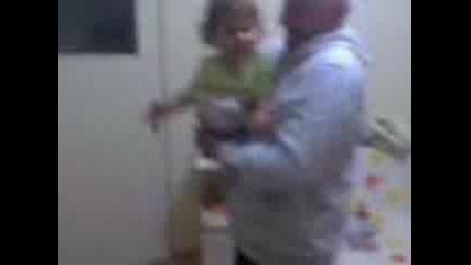 Дядо и Даная танцуват