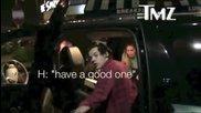 Harry Styles дава храната си на папарак