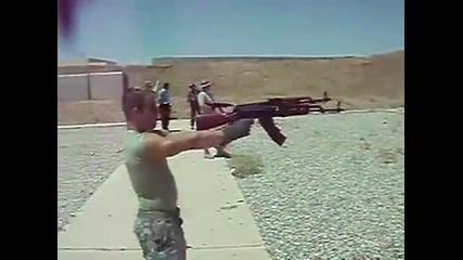 Стрелба с два Ак47 едновременно