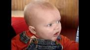 Бебе Яде Лимон За Първи Път!смях!!!