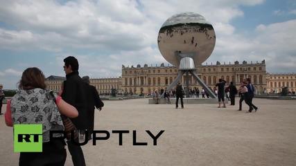 """Полемика около скулптурата """"Вагината на кралицата"""" във Версай"""