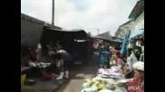 Влак Минава През Пазара В Бангок