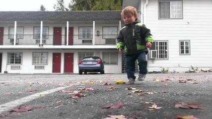 2 годишен танцува дъбстеп