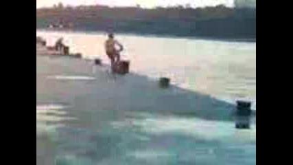 Скок С Колело Във Вода