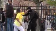 Не ядосвай мама: Младеж от безредиците в Балтимор изяде шамарите