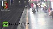 Италия: Жена бе издърпана от релсите моменти преди пристигането на влак