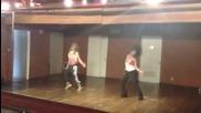 Ашли и Ванеса танцуват на песента на Бионсе / Run The World /