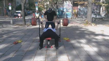 245 кг от лежанка