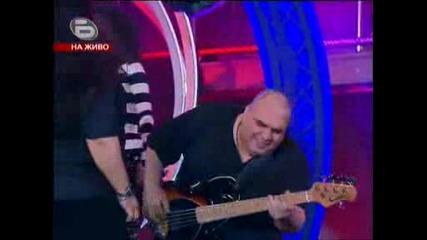 (28.04.09) Фънки Слага Китарата и се Разбива на Парчето Черна Овца Пред Феновете на Music Idol 3 !!!